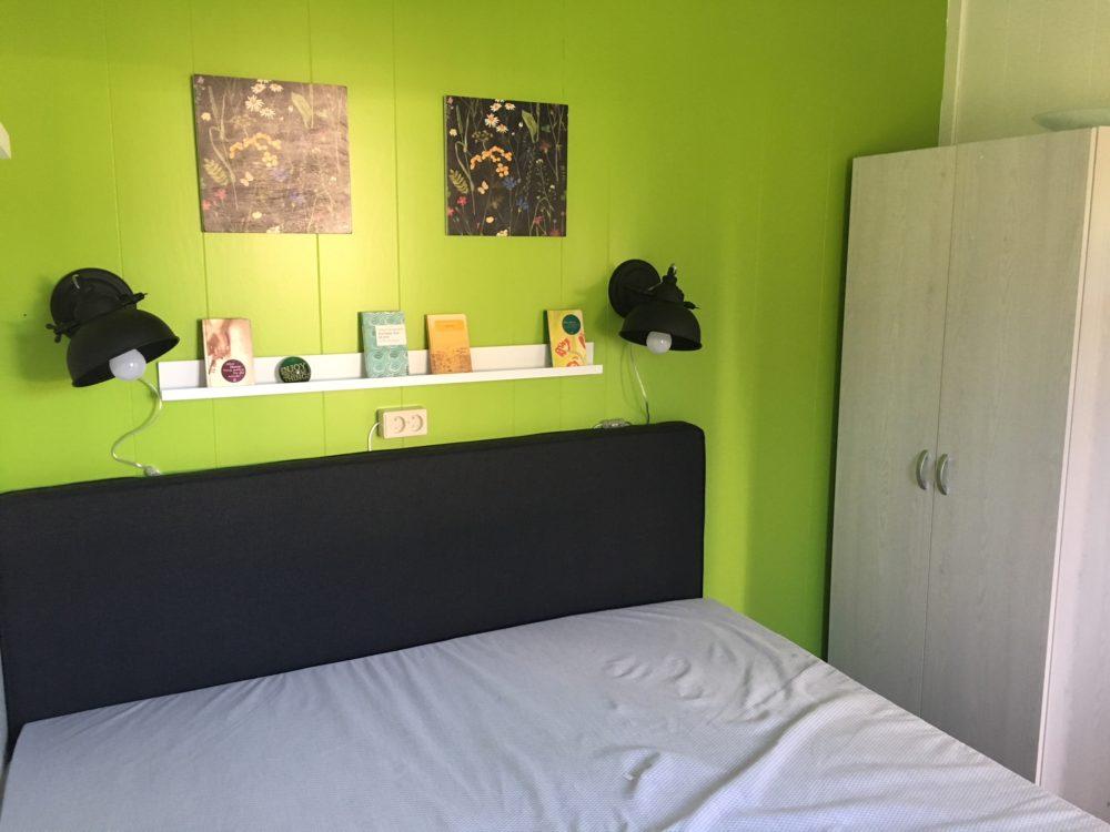 Schlafzimmer mit Schrank 169